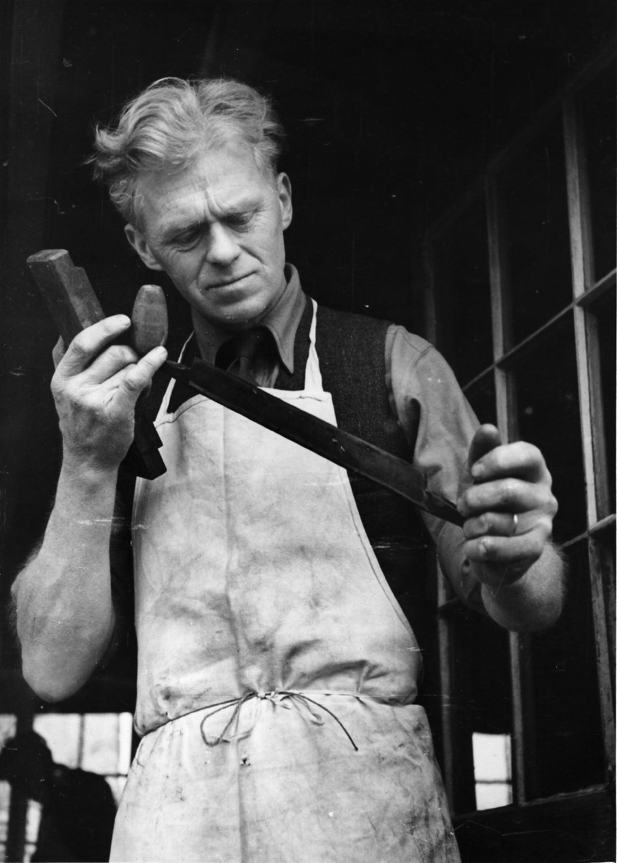 Edward Barnsley, 1945.